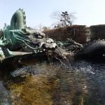 日光-勝道上人之像の前のドラゴン噴水