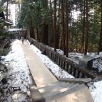 日光-叶杉横の通路を通る