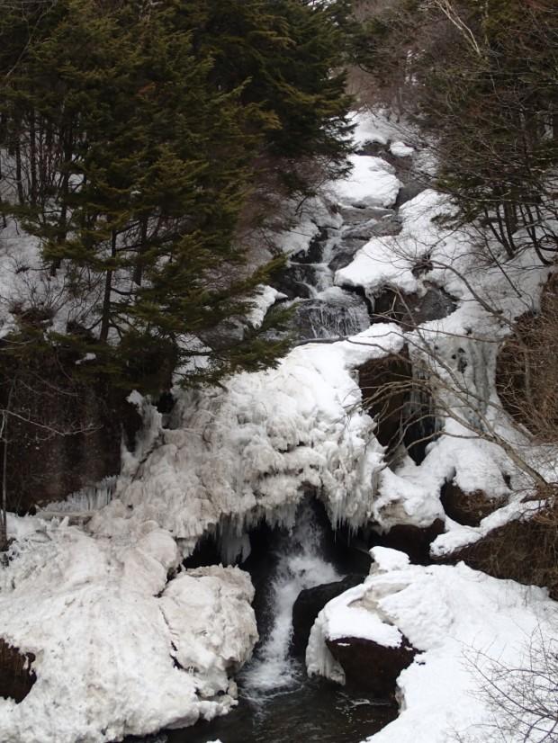 凍結している竜頭の滝