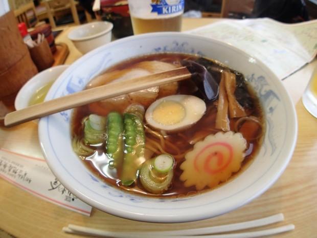 東武日光駅前の定食屋でラーメン