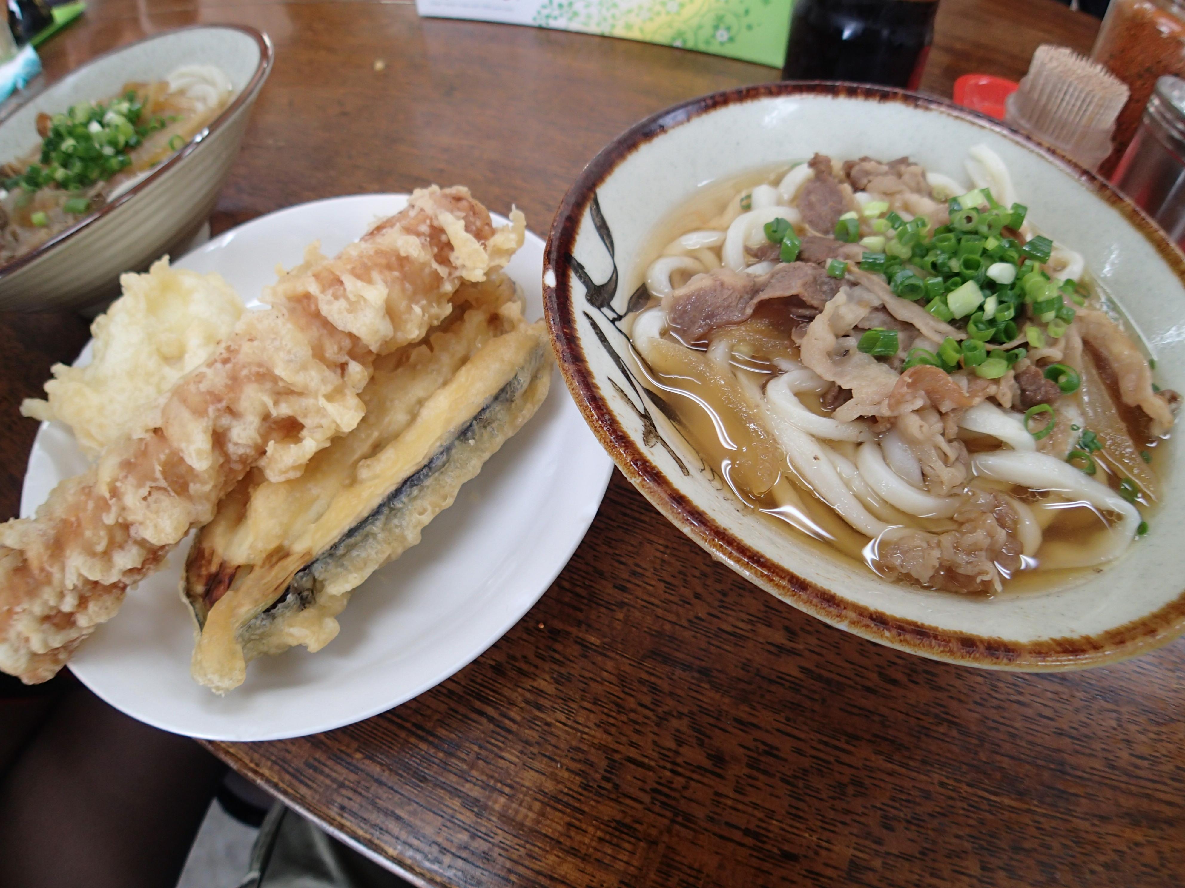 肉うどんと天ぷら