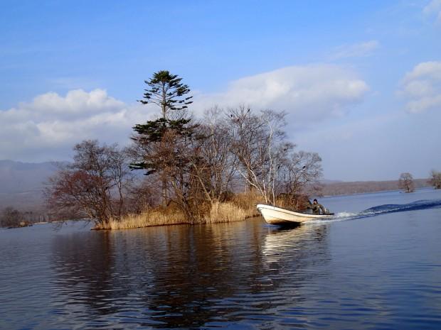 ボートが横切る